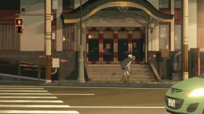 赤玉先生をおんぶする女子高生姿の矢三郎