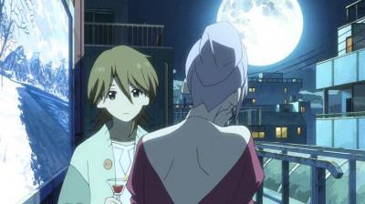 満月の美しい夜に秘密のバーで赤割をのむ弁天と矢三郎