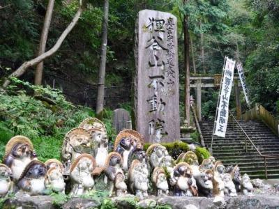 京都の狸谷山不動院の信楽焼の狸