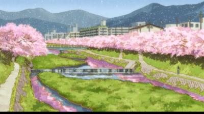 両端にたくさんの桜が咲いている鴨川