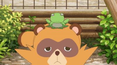 蛙姿の矢二郎を頭に乗せた狸姿の矢三郎