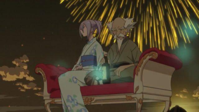 五山の送り火の夜に二台毛の長椅子で花火を眺める弁天と赤玉先生