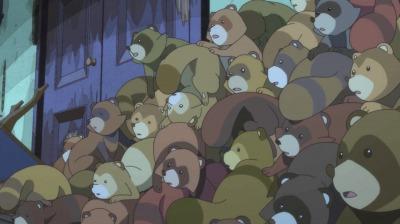 二代目崩れた家の隅に山積みになる狸たち