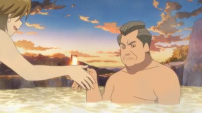 不満そうな顔で矢三郎と握手する早雲