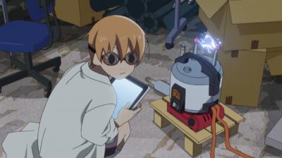 炊飯器に何かの電気装置をつけて実験している矢四郎