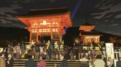 紅葉でライトアップされた清水寺